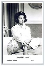 Sophia Loren (C) Swiftsure Postcard year 2000 modern print 20/14 glamour photo