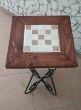 Tavolino in ferro battuto con ripiano in legno e mosaico in pietra