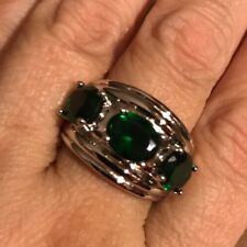 BRAND NEW GORGEOUS DELUXE 3-STONE RING W/FAUX EMERALDS !! sz.9.5-MUST SEE !!!