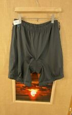 L.L. Bean women's black padded cycling shorts size L