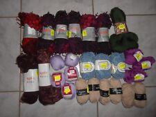 Lot 1 composé de 26 pelotes de laine