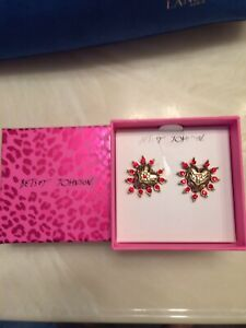 NWT BETSEY JOHNSON RED HEARTS GOLD TONE EARRINGS IN BOX