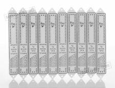 Conjunto de 10 cajas de mezuzá plásticas 12 cm diseño Kotel blanco y plateado