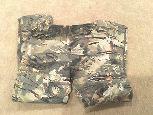 NEW MEN'S CAMO UNDER ARMOUR WATER RESISTANTMID SEASON HUNTING PANTS - SIZE L