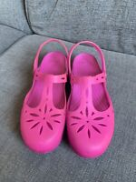 Crocs Ladies Shoes US W10 UK 8 Pink T Bar Unusual Summer Casual Plastic
