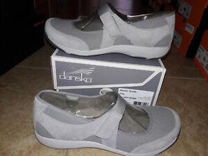 NEW $100 Womens Dansko Hennie Grey Suede Mary Jane Shoes, size 8.5 - 9 (EU 39)