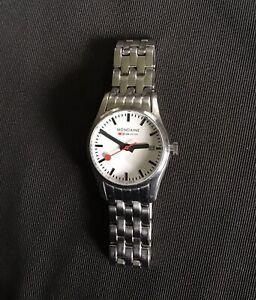 Damen-Armbanduhr Mondaine Schweizer Bahnhofsuhr Edelstahl Original Verpackung