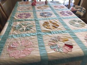 """VINTAGE 92""""L X 78"""" W DRESDEN PLATE PATTERN QUILT-Hand Embroidered Aqua Blue"""