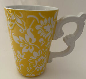 Mug Yellow And White With Scrollwork Handle