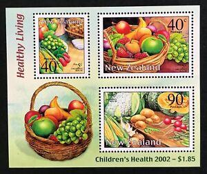 New Zealand - Children's Health/Healthy Living 2002 mini sheet - MNH