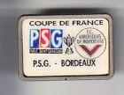 RARE PINS PIN'S .. FOOTBALL SOCCER PSG PARIS 75 - GIRONDINS BORDEAUX 33 COUPE~BR