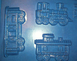 VINTAGE STEAM TRAIN AND TWO CARRIAGES SHAPED CHOCOLATE MOULD OR PLASTER MOULD
