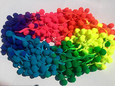 """XL Pom Pom Bobble Frangia Rifinitura Multicolore Rainbow Pompon * Palla da 2.5cm/1"""" PER M"""