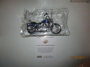 BRAND NEW IN THE BOX MAISTO HARLEY DAVIDSON 2002 FXDWG DYNA WIDE GLIDE