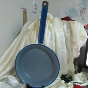 ANTIQUE BLUE AND WHITE ENAMEL FRY PAN