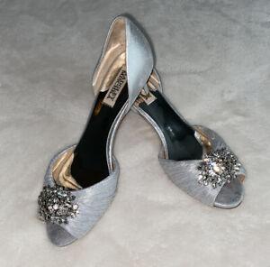 Badgley Mischka Womens Sabine II Silver D'Orsay Kitten Heels Size 7.5 Worn Once