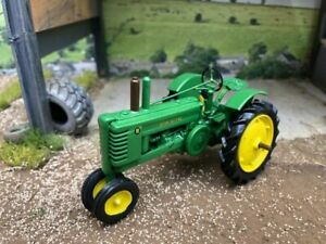 KIT FORM 1943 John Deere Model B Tractor Tricycle Styled version 1:32 scale