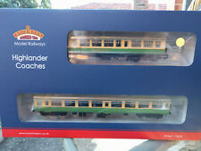 Bachmann 39-005 Highlander Coach Pack BRM2A and class 101 DTCL with passengers