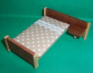 VINTAGE DOLLS HOUSE BARTON BED 16th LUNDBY SCALE