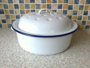 VINTAGE ENAMEL ROUND OVEN DISH ROASTER 2 HANDLES WHITE WITH BLUE RIM 8 INCH