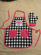 Childs Apron And Oven Mit Set - Baking Like A Boss Black And White W Pink Trim