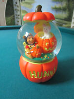 MIDWEST SNOWGLOBE WINNIE THE POOH SONG