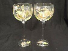 PAIR OF HAND PAINTED CLEAR GLASS RED WINE GLASSES GOBLETS W/GREEN GRAPES & VINES