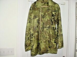 Vietnam poncho liner coat size M/L Camo zipper with side pockets