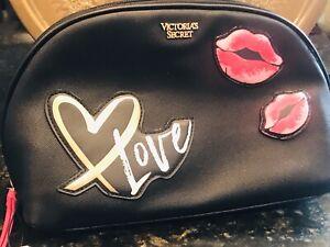 VICTORIA'S SECRET SIGNATURE KISSES LIPS CLUTCH Make up LOVE CASE Bag ZIP