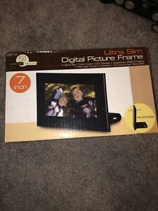 "Digital Picture Frame Ultra Slim 7"" Color LCD + Remote & Clock + Card Reader"