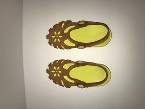 Girls C10 Yellow Croc Sandals with Backing. NWOT.