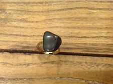 ADJUSTABLE RING WITH COLLARED STONE