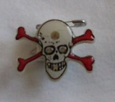 1 piece Skull Head Cross Bone Flashing LED Light Up Blinky Lapel Pin Wholesale