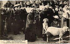 CPA Le Pardon de St-Jean-du-Doigt - La Procession Le petit St Jean (193419)