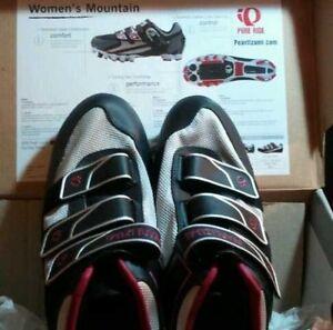 NEW With Box Womens Pearl Izumi Quest MTB Cycling Road Bike Shoes SZ 42/8.5 COOL