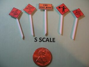 S SCALE SET OF 5 ROAD REPAIR/CONSTRUCTION SIGNS ON POSTS, CUSTOM-MADE, NEW