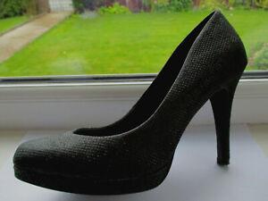 Ladies M & S Collection black textured stiletto court shoes U.K. 6 (EUR39)