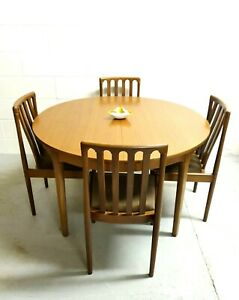 VINTAGE ROUND EXTENDING TEAK DINING TABLE & 4 MEREDEW DINING CHAIRS