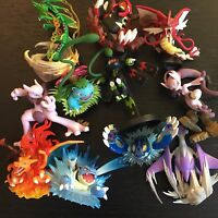 POKEMON 3X MINI FIGURES OFFICIAL TOY RANDOM - MEGA RAYQUAZA, CHARIZARD, PIKACHU?