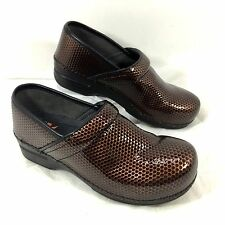 Dansko XP Clogs Brown Patent leather Slip Resistant Honeycomb 40 Sz 9.5 - 10 EUC