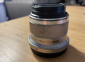 OlympusM.Zuiko 45mm f/1.8 Digital Lens Silver