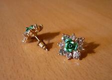 Goudkleurige oorbellen met grote strass-stenen en centrale groene metallic roos