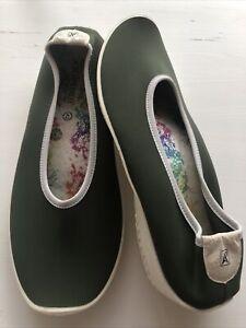 arcopedico 42 Ladies Green Fabric Shoes Suit 11