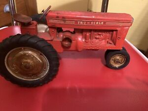 Vintage Tru-Scale Tru Scale  Farm Toy Tractor 1/16  Made In USA