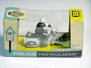 Britain's Boxed 9697 Police Patrolman 1:32
