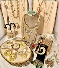 Vintage ESTATE JEWELRY LOT 36PC GOLD TONE SOME SIGNED MONET TRIFARI NAPIER