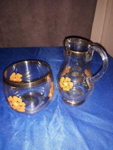 VINTAGE ROMANIAN GOLD GILDED GLASS CREAMER & SUGAR BOWL WITH ORANGE FLOWERS