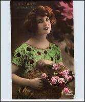 GEBURTSTAG 1933 Glückwunsch junge hübsche Frau mit Blumen Dt. Reich Postkarte