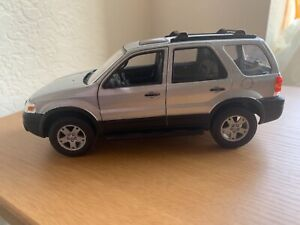Welly 1:24 scale 2005 Ford Escape SUV (silver) ~ item #22466