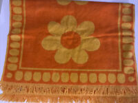 Vintage MOD Cannon Royal Family Bath Towel Orange Daisy Flower Power